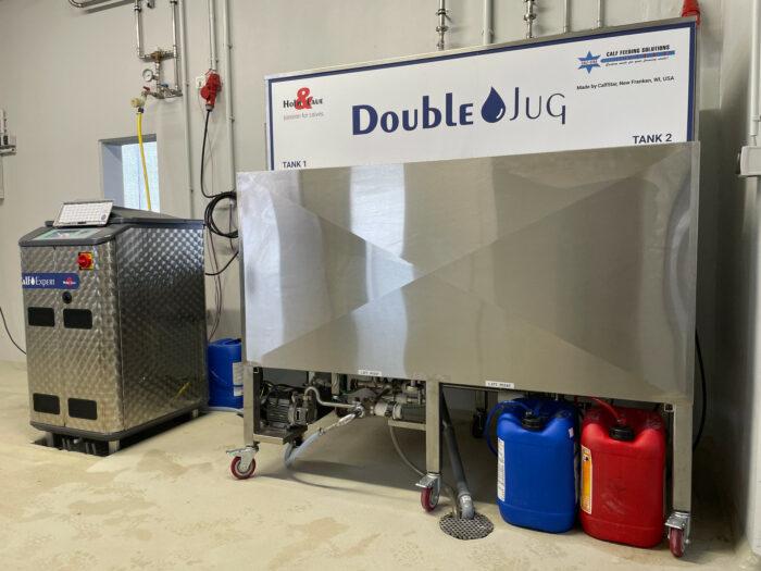 Der DoubleJug Tank steht im Vordergrund